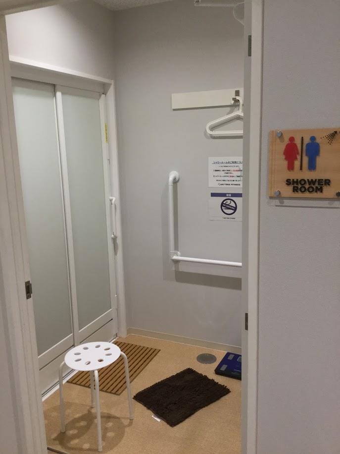 シャワールームの脱衣所
