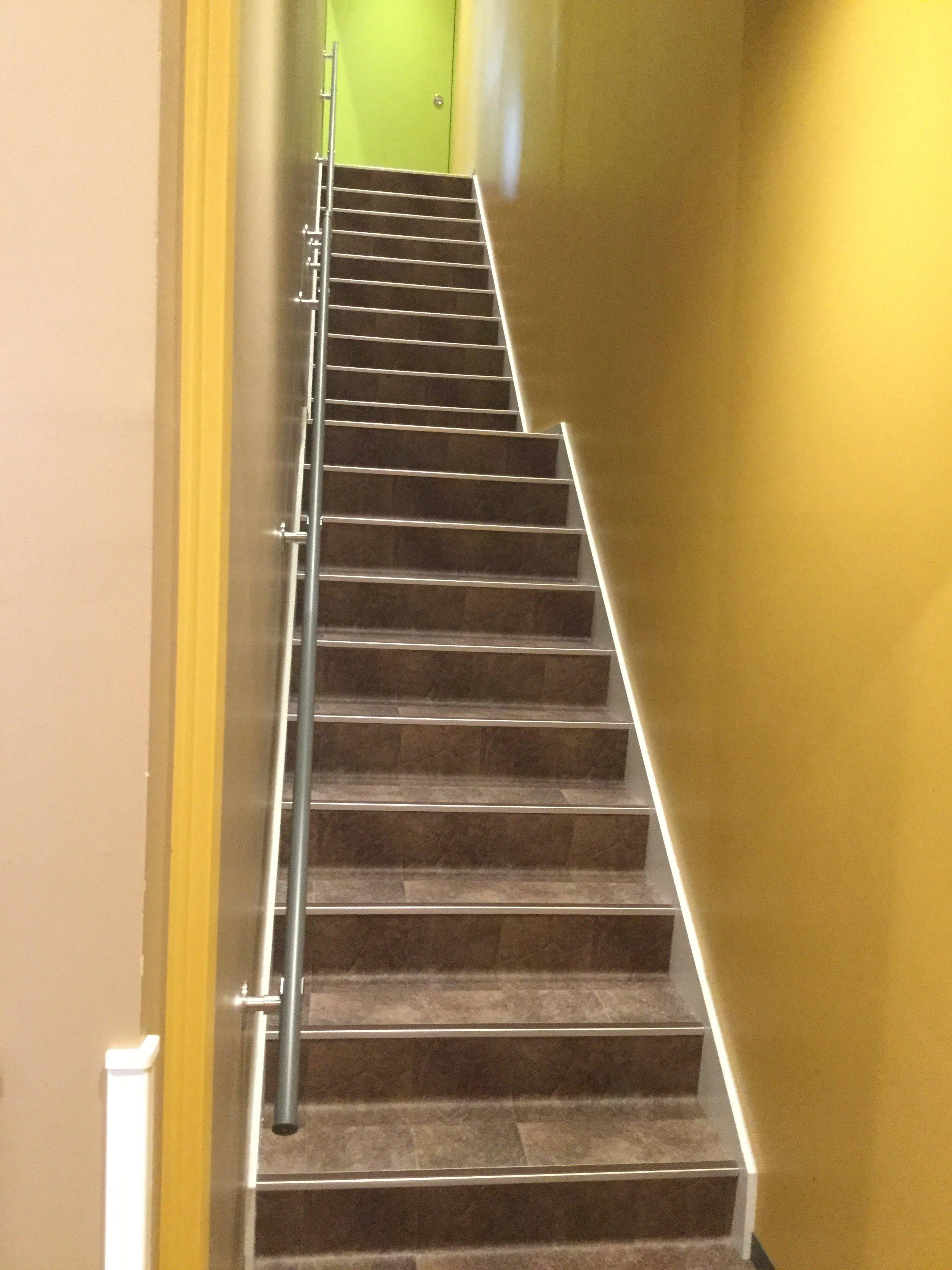 エニタイム 藤崎 階段