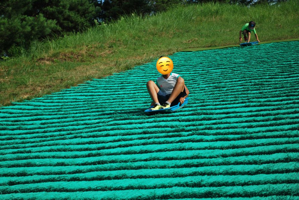 塩塚高原キャンプ場 草そりゲレンデで遊びました